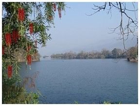 Click for larger picture of Phewa lake, Pokhara